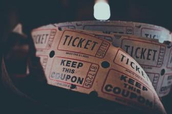 映画チケット
