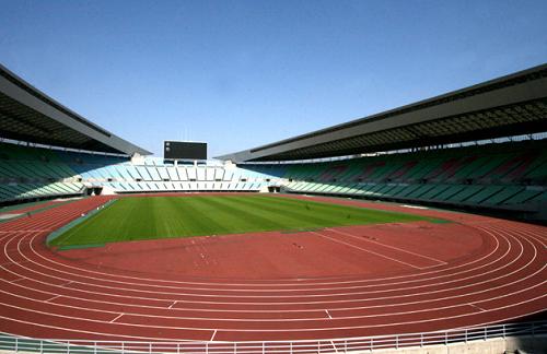 ヤンマースタジアム長居1階席正面からの眺め