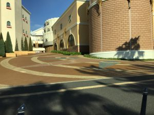 アンバサダーホテル駐車場入口に向かうルート