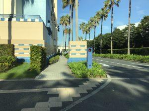 アンバサダーホテル駐車場への道の景色