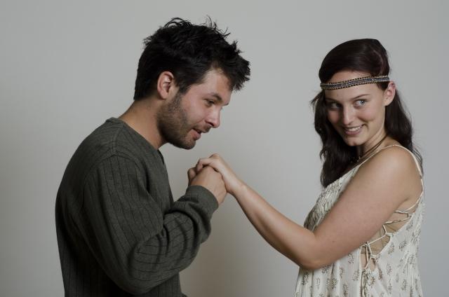 手にキスをする男性心理